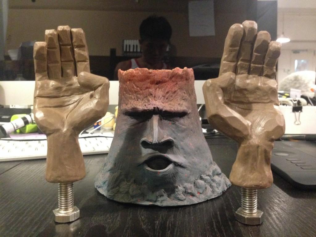 雕好兩隻手,又係同樣方法,隊好支粗碌螺絲落去入膠位先